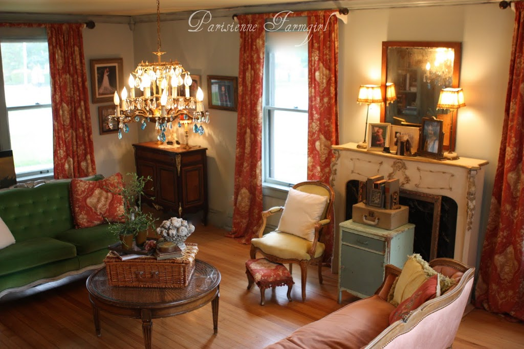 Design on a Centime – La Salle de Sejour (The Living Room)
